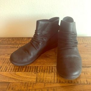 Clark's cloud steppers Boots size 9